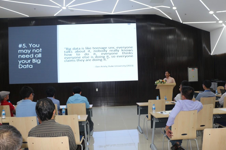 Hình 6: Thạc sĩ Nguyễn Vinh Tiệp, Technical Program Manager công ty Koidra Tech, giảng viên trường ĐH CNTT, Academic Head tại VietAI tại hội thảo